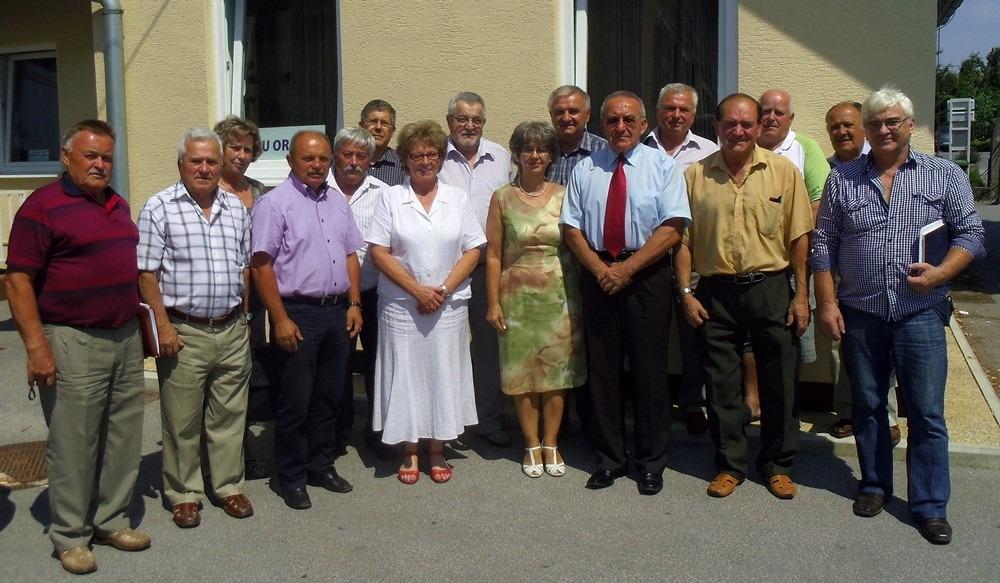 Skupinska slika članov PO DeSUS Ptuj – Ormož in vabljenih gostov